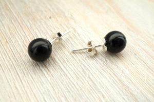 pärliga kõrvarõngad mustad