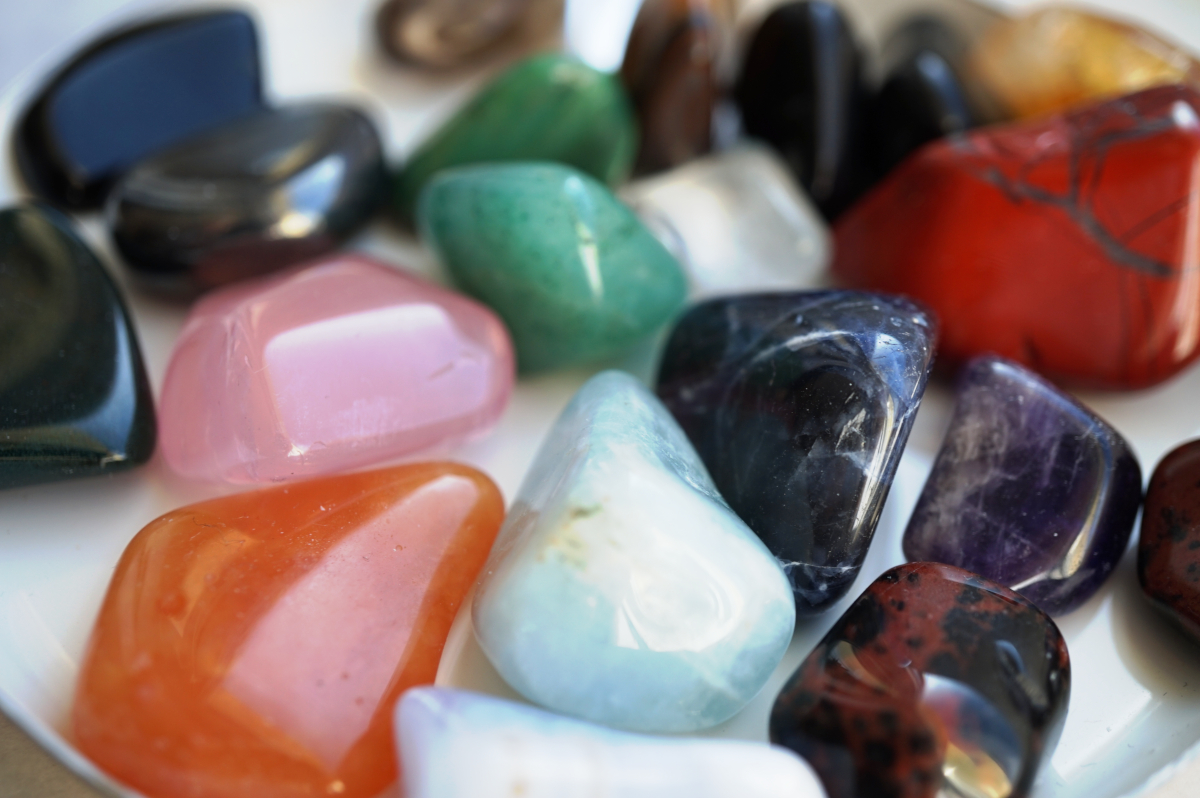 Poolvääriskivide ja kristallide tähendused ja mõju